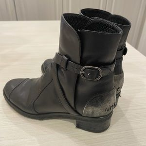 Black leather Chanel boots with silver detail 37